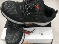 Giày bảo hộ mũi sắt KPaf màu đen dáng thể thao
